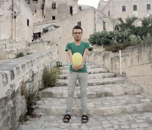 Italy, Basilicata, Matera: una ragazzo fotografato nel centro storico